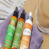 Les sprays conditionner Leave-in (sans rinçage) des différentes gammes de KerarganiC, seront vos fidèles compagnons sur le sable pour protéger vos cheveux des rayons UV, de la chaleur du séchoir/lisseur, de l'agression du sel de la mer ou du chlore de la piscine 🏖🌞🏖👌🏻💚👍🏼 . . Disponible sur votre site -> lien dans la bio !⠀ . . .⠀ #vacance #mer #plage #piscine #cheveux #conditionner #haircare #shampoing #hair #pelo #Leave-in  #cheveux #naturel #soincheveux #soincapillaire #soin #cuidadocapilar #beauxcheveux  #beautyhair  #picoftheday #photooftheday #instamoment #instamood #instalikes #instadaily #instagood #paris #europe  #kerarganic